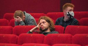 Москвичи еще боятся ходить в кино: посещаемость кинотеатров упала на 90%
