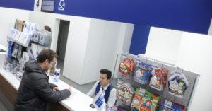 «Почта России» свернула эксперимент по продаже пива в отделениях