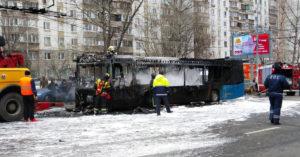 У «Новых Черемушек» загорелся автобус. Водитель успел спасти всех пассажиров