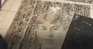 Посетители «Дикси» на «Октябрьском Поле» возмущены тем, что о Есенина вытирают ноги