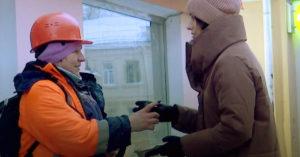 Московских дворников поблагодарили за работу, подарив им горячий кофе