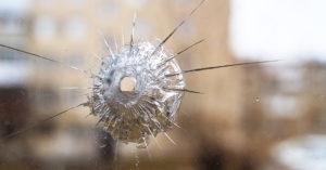 В Таганском районе молодой человек обстрелял окна жилого дома из пневматики