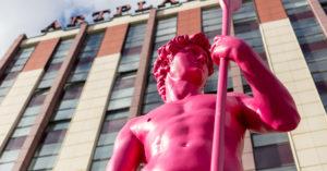 У Artplay появился еще один Давид — розовый и с веслом