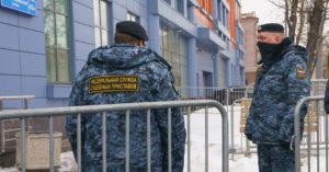 Жителя Отрадного оштрафовали за отсутствие маски в лифте, выдав странное постановление