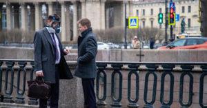 Зависть москвича: в Санкт-Петербурге отменили перчатки в магазинах и транспорте