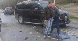 Рублевка перекрыта из-за «дорогой» аварии с участием шести машин, в том числе Aurus Arsenal