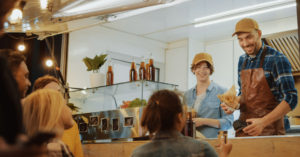 «ВкусВилл» встанет на колеса — начнет продавать бургеры и хот-доги в фудтраках