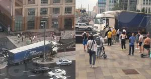 На Малой Дмитровке водителю фуры стало плохо: грузовик вылетел на тротуар