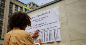 Акционист Федор Калинин повесил напротив Госдумы «избирательное объявление»