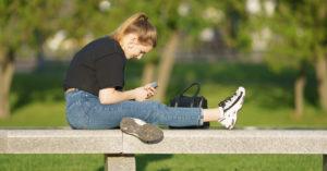 Собянин разрешил москвичам пользоваться скамейками в парках