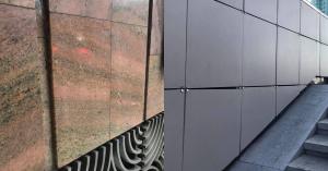 После ремонта на «Щукинской» пропал красный гранит