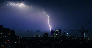 Гром, молнии, ливень: ночью Москва пережила ураган