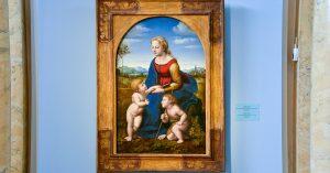 В Эрмитаж привезли «Прекрасную садовницу» — шедевр Рафаэля из Лувра