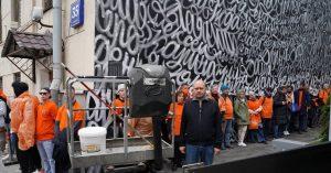 Граффити Покраса Лампаса на Якиманке, посвященное пропавшим детям, спасли от коммунальщиков