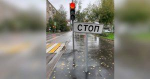 В Алексеевском поставили вот такой знак — залипший в телефоне мигом вернется в реальный мир
