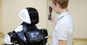 Роботы для проверки QR-кодов выйдут на работу в московских ресторанах через несколько недель