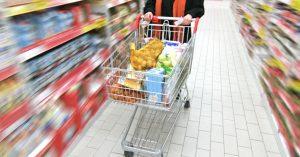 Москвичи массово закупаются продуктами перед локдауном