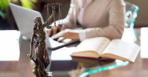 «Десятки адвокатов предлагают помощь бесплатно»: отчисленные за лайк студентки будут судиться