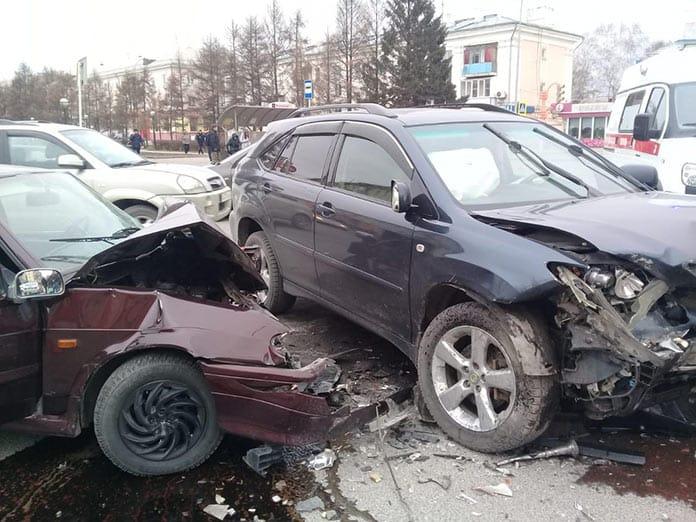 ДТП Белово, 8 ноября 2019, две легковушки столкнулись на перекрестке Ленина и Юбилейной