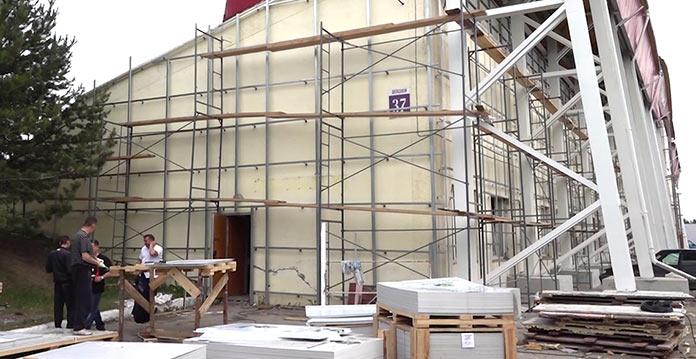 Реконструкция стадиона Горняк в поселке Бачатский, июль 2019