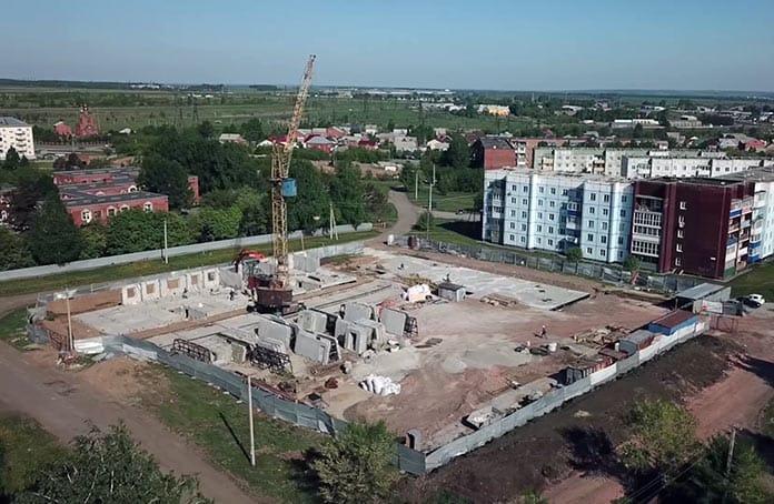 Строительство 4-подъездного дома на улице Чистопольской в поселке Инской, май 2020