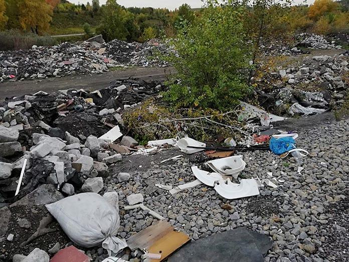 Несанкционированная свалка строительного мусора у дороги Новый Городок Старобачаты