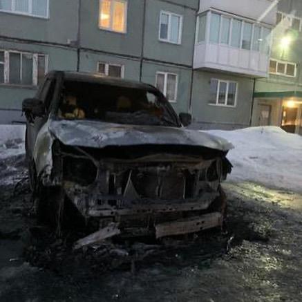 В Белово в третьем микрорайоне сгорела дорогая иномарка, 11 марта 2020 г