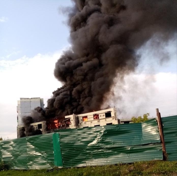 В Полысаево горит недостроенный дом, 9 сентября 2019
