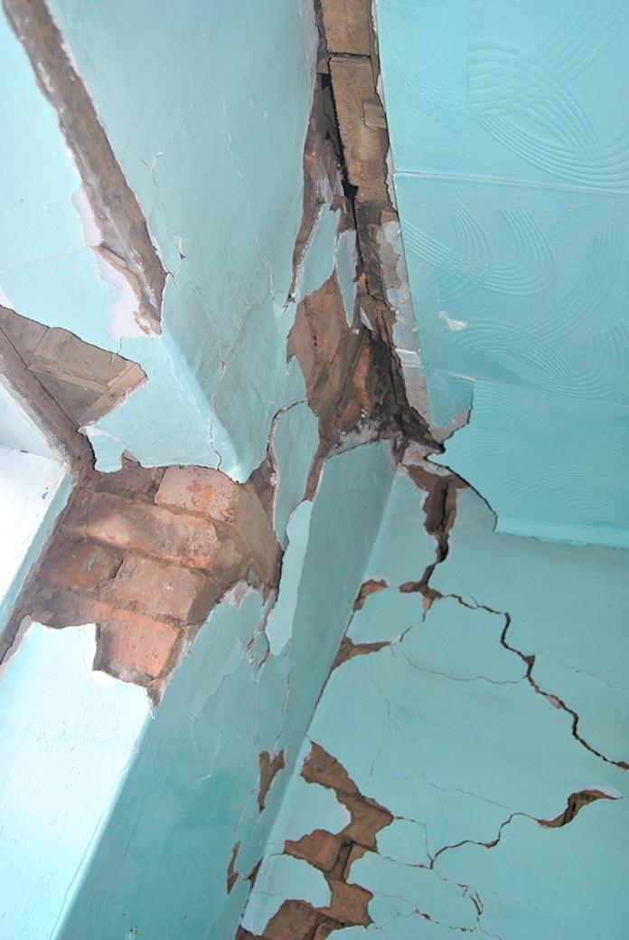 Фотографии последствий землетрясения в поселке Старобачаты, июнь 2013 г