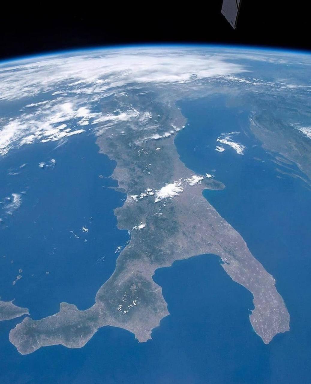 Вид на Италию из Космоса