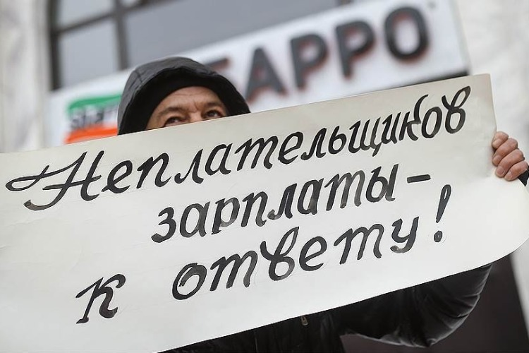 Директор ООО задолжал работникам 261 тысячу рублей