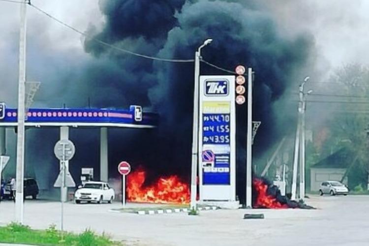 Еще одна беда под Пугачевом. Заправочная станция полыхала огнем