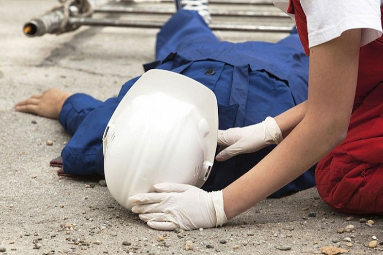 В Балакове рабочий сорвался с 6-метровой высоты