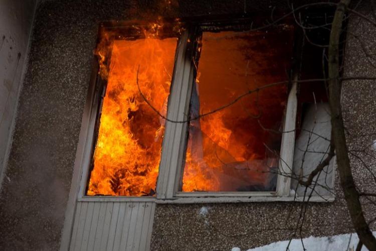 В 16 лет стали героями. Как двое парней спасли выпивоху и потушили пожар в квартире