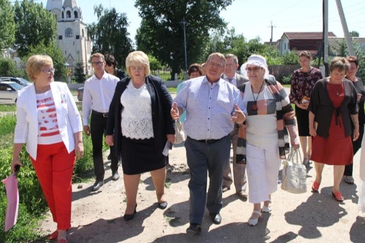 Визит депутата Панкова. Прогулялся по старому Балакову и прошелся по стороннику Навального