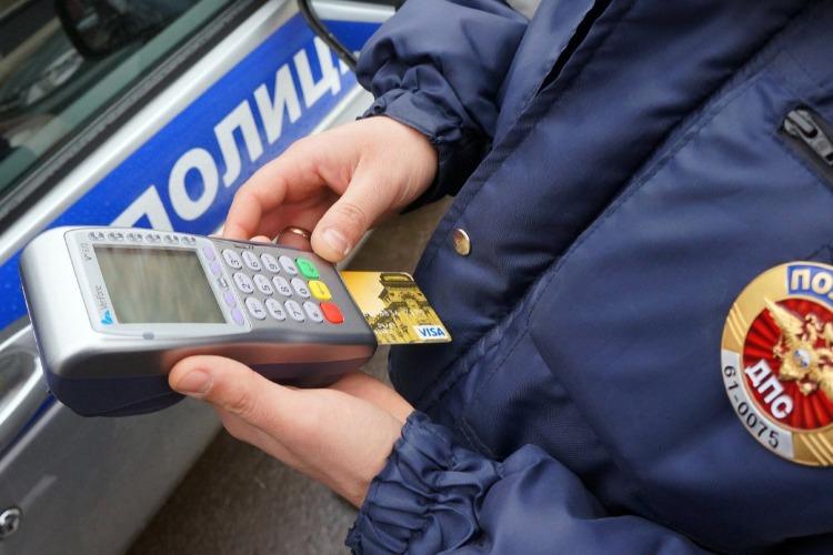 Балаковского автолюбителя заставили оплатить накопившиеся 83 штрафа