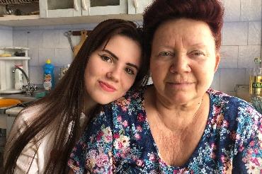 Внучка и бабушка – Алина и Валентина