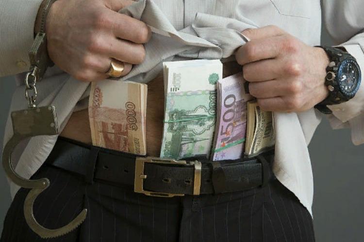 Сумма взяток уменьшилась, а размер ущерба от коррупции приблизился к миллиарду рублей