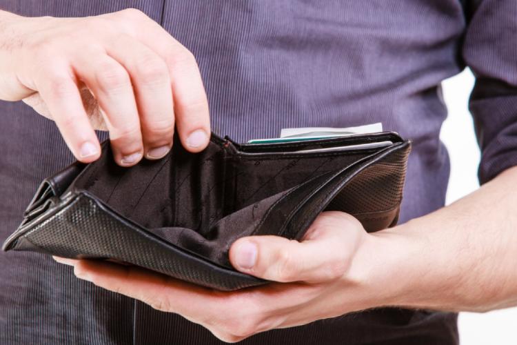Безработная женщина украла у землячки кошелек