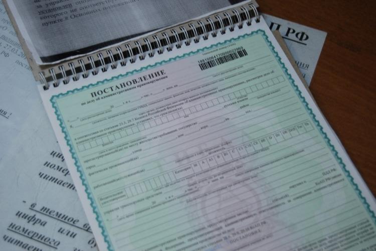 Чтобы улететь за границу, должница оплатила 89 штрафов