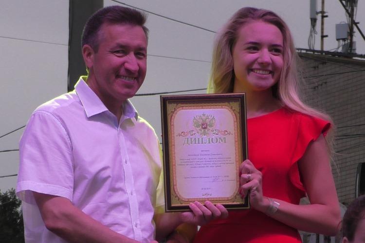 10 учеников из Балакова получили по 200 тысяч рублей. Видео