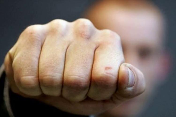 В Балакове 22-летний парень избил и ограбил мужчину
