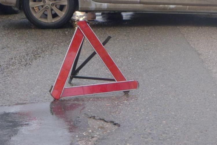 75-летний водитель ВАЗа нарушил ПДД и травмировал пассажира