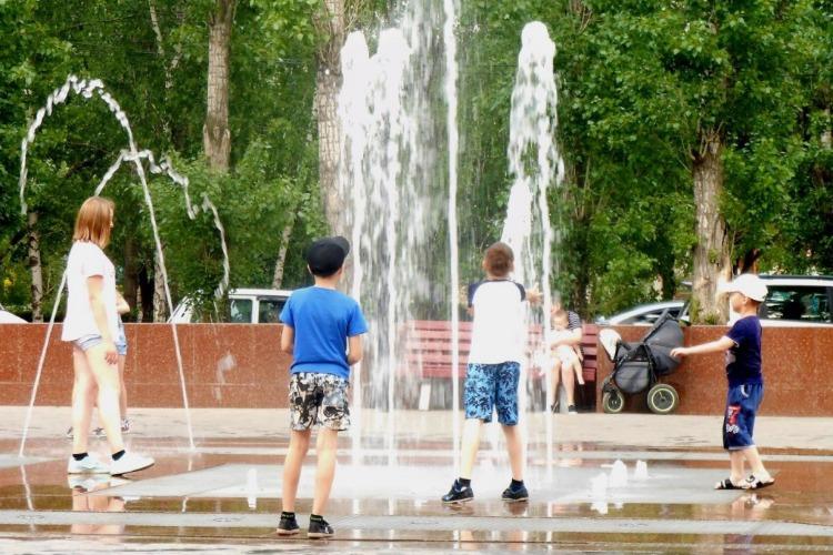 Балаковцы о купании детей в городских фонтанах. Наш Опрос Недели
