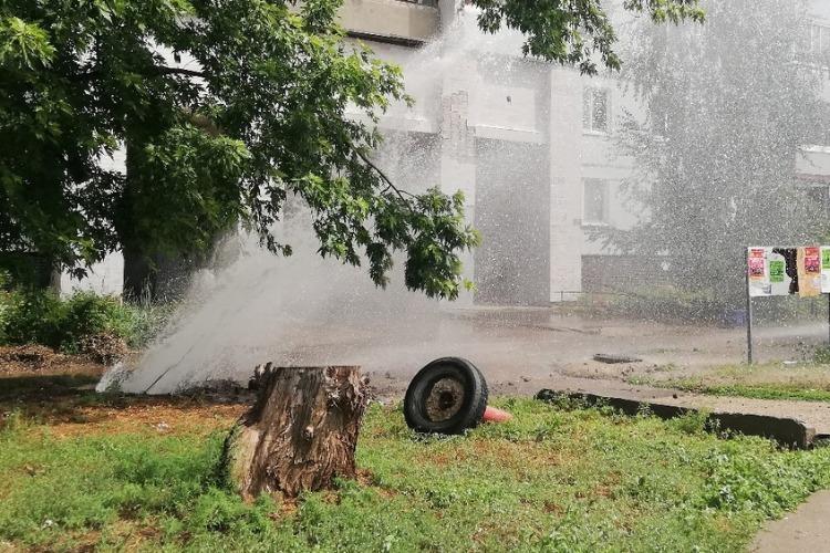 Тепловики устранили порыв и согрели новостью о запуске горячей воды