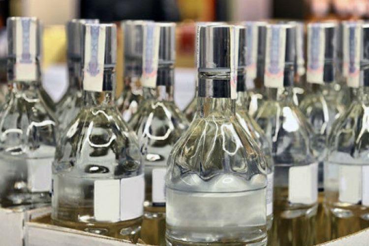 Преступная группа разливала поддельный алкоголь. Полицейские изъяли спирта на 6 миллионов рублей