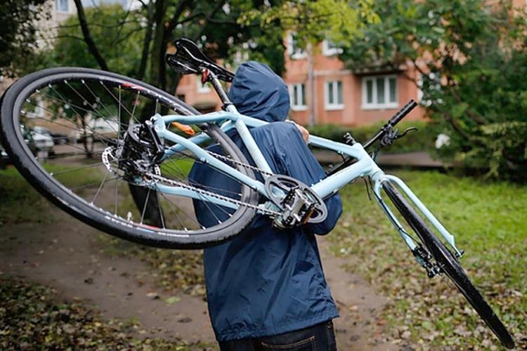 В Балакове подросток поживился велосипедом