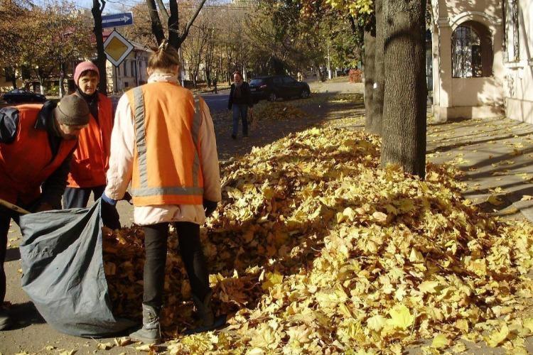 Вывоз мусора из старого города и поселка Дзержинского продолжается