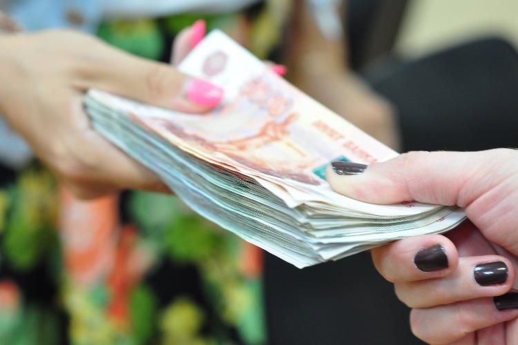 Две рецидивистки из Балаково оставили мужчину без денег