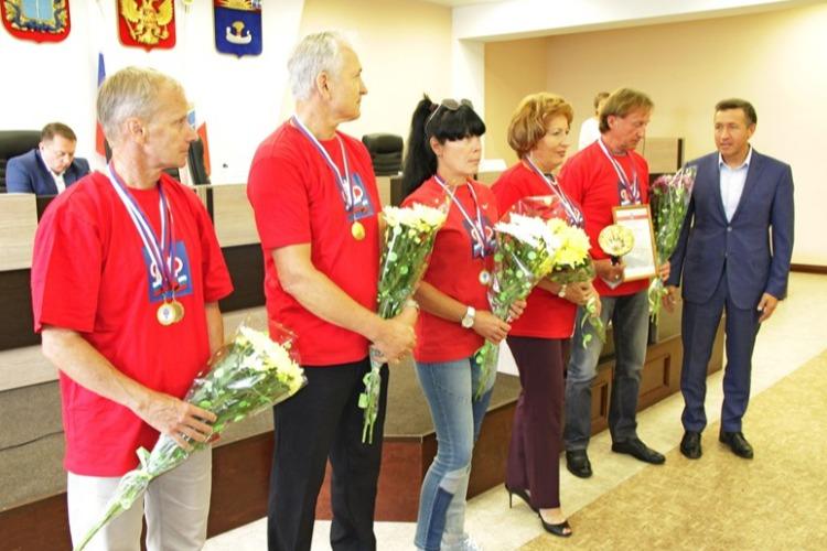 Александр Соловьев наградил ветеранов за победу на спартакиаде